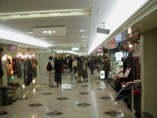 0012-OsakaStnMall.jpg